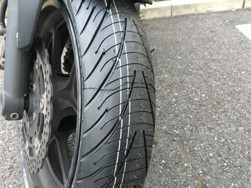 新しいタイヤのこのトゲトゲ。履き替えた感がなんとなく嬉しい。